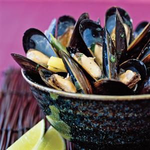 Thai Inspired Coconut Steamed Mussels