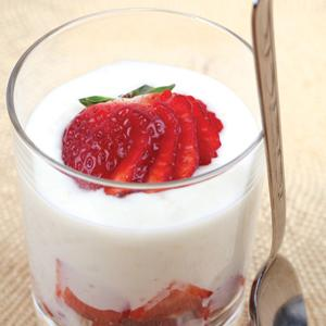 Vanilla and Honey Tapioca Pudding with Fresh Strawberries