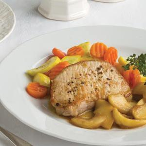 Broiled Pork Chops with Vegetables and Sweet Apples
