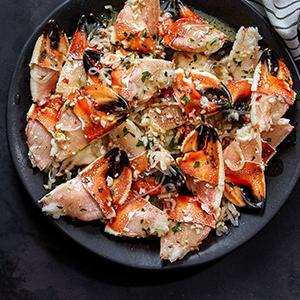 Jonah Crab Claws with Garlic-Wine Sauce