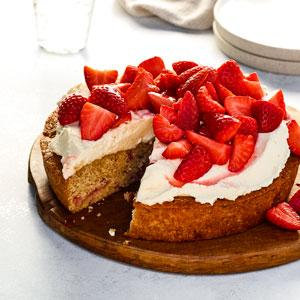 Strawberry-Graham Cracker Snack Cake