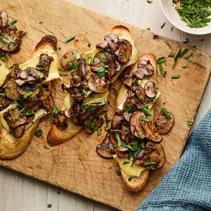 Mushroom Toasts with Tarragon and Brie