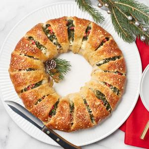 Spinach and Mozzarella Crescent Wreath