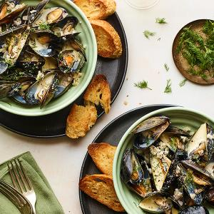 Steamed Mussels with Mustard and Dill