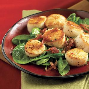 Spinach Salad w/Pan-Seared Scallops and Cider Dressing