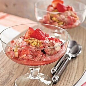 Strawberry-Rhubarb Oatmeal Delight