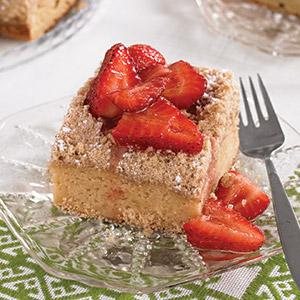 Cinnamon Crumb Cake with Vanilla-Strawberry Compote