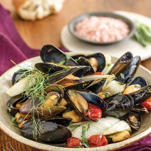 Roasted Tomato, Garlic, and Fennel Mussels