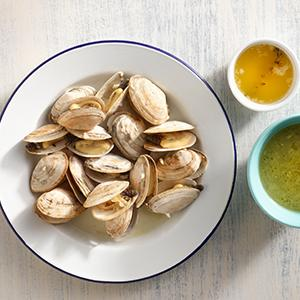 Steamed Clams with Bay Leaf and Thyme