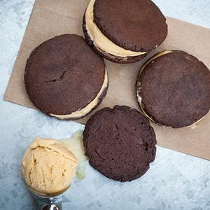 Pumpkin Ice Cream Sandwiches with Cocoa Cookies