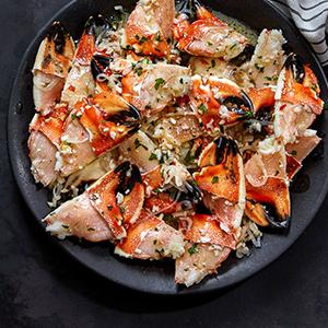 Jonah Crab Claws with Garlic-Wine Sauce