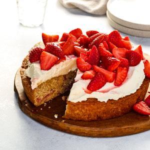 Strawberry-Graham Cracker Snack Cake