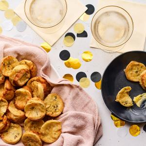 Mini Popovers with Gruyere and Thyme