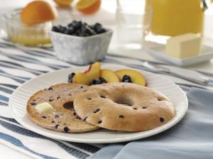 Thomas' Whole Grain Blueberry Bagel Thins